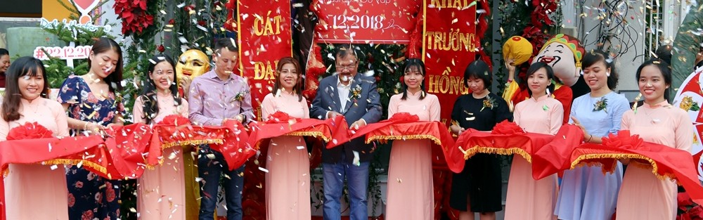 Dalat Hasfarm opens its 15th flower shop in Go Vap district